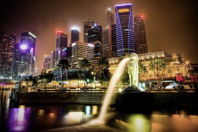 シンガポールのマーライオン夜景