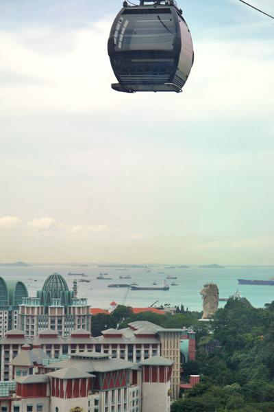 シンガポール セントーサのロープウェイとマーライオン